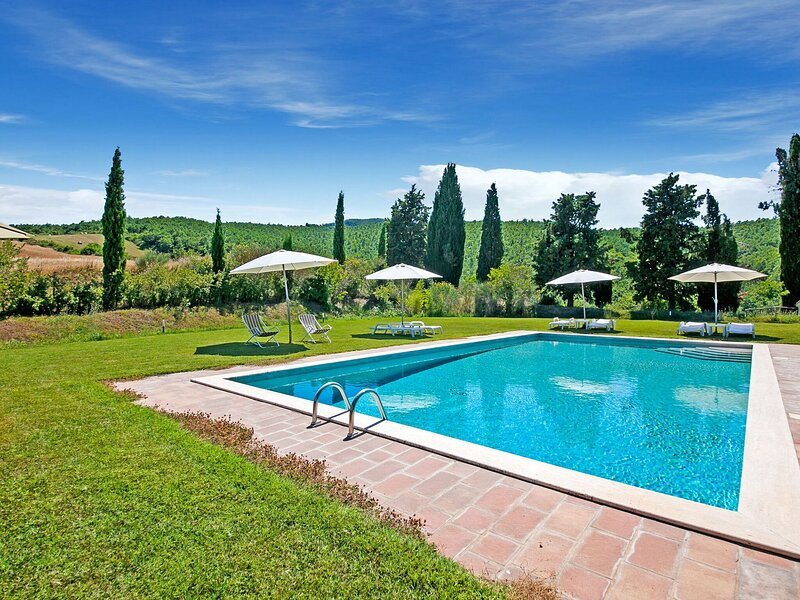 Sprawling Holiday Home in Sarteano with Swimming Pool, holiday rental in La Foce