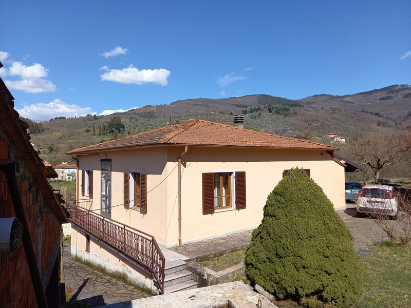 Delightful Villa inPieve San Lorenzo-Lucca with BBQ, holiday rental in Pieve San Paolo