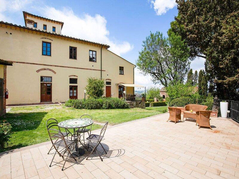 Spacious Farmhouse in Peccioli  with Roofed Terrace, holiday rental in Peccioli