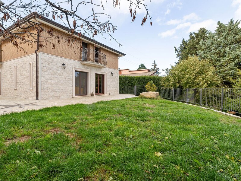 Splendid Holiday Home in Campobasso with a view, holiday rental in Macchia Valfortore