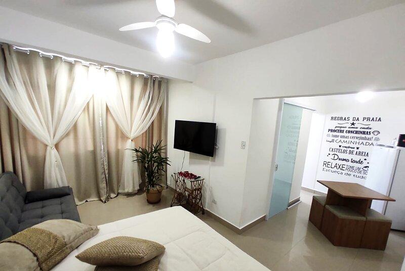 Kitnet pé na areia com Wi-Fi em São Vicente, holiday rental in Sao Vicente