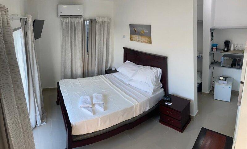 Aurora-Stay San Pedro Unit 3B, 1 Queen Bed, vacation rental in San Pedro de Macoris