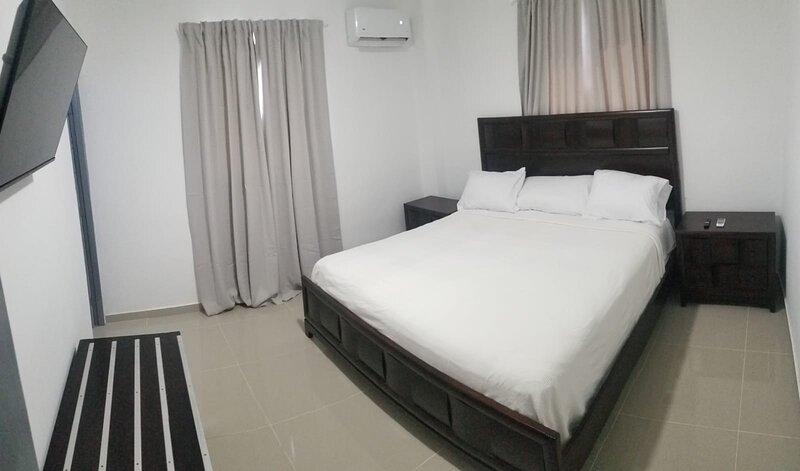 Aurora-Stay San Pedro Apt 4A, King Bed & Sofa Bed, vacation rental in San Pedro de Macoris