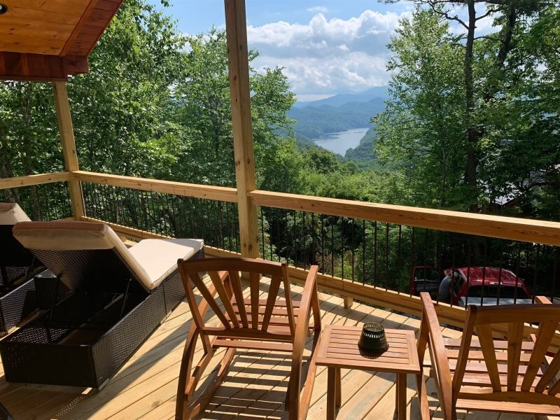 A Treehouse View Over Lake Fontana - 2 Bedroom Cabin with Spectacular View of La, casa vacanza a Almond