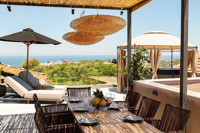 Elegant Roof Deck House, casa vacanza a Kastellos