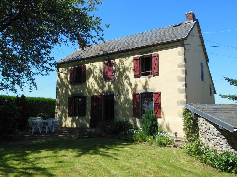 Les Terrasses, holiday rental in Buxieres-sous-Montaigut