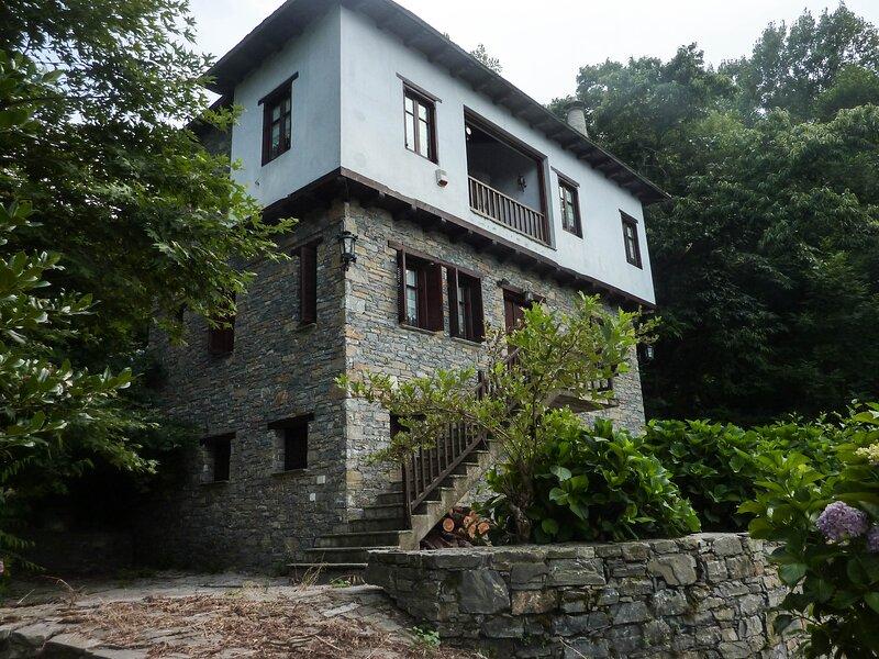 Traditional house on Mouresi, Pelion, Greece, location de vacances à Mouresi