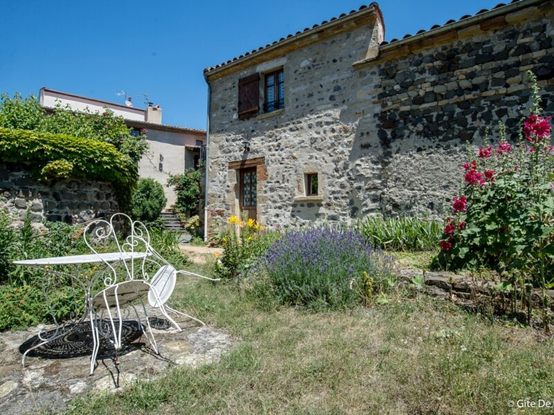 PARENT - 2 pers, 40 m2, 2/1, holiday rental in Cournon-d'Auvergne
