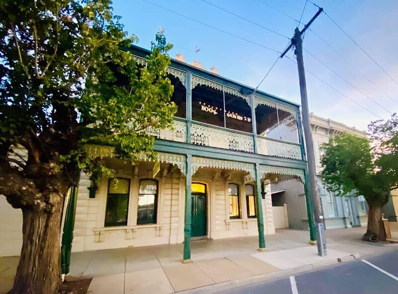 Tree House Hideouts / Heygarth House *9Max Ground Level Townhouse, holiday rental in Echuca