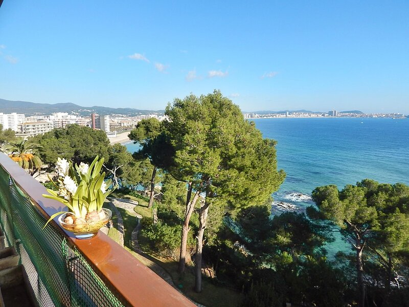 Apartment for rent Torre Valentina Eden Mar XIV with sea views and pool, holiday rental in Sant Antoni de Calonge