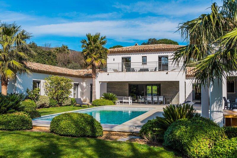 Villa Romaine - Lovee dans un ecrin de verdure, casa vacanza a Plan de la Tour