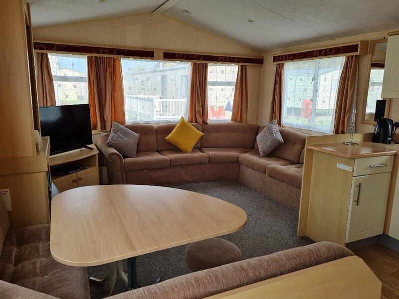 3 bed, 6 berth caravan for hire nearby Great Yarmouth ref 20161BS, location de vacances à Corton