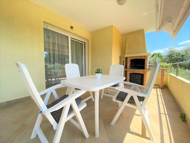 Apartment Mediterraneo with private Garden & Sea view, holiday rental in Krk