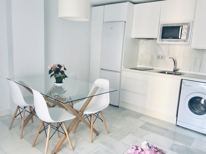 Spacious and modern Apartment with free parking in the heart of Granada 9, alquiler vacacional en Ambroz