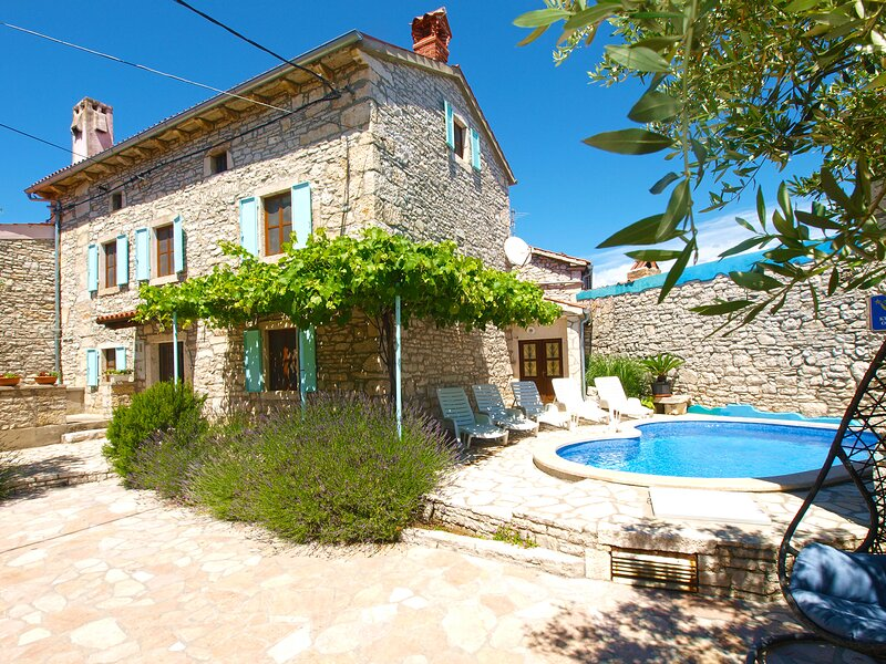 Villa iVAN šTOKOVIĆ, holiday rental in Orihi