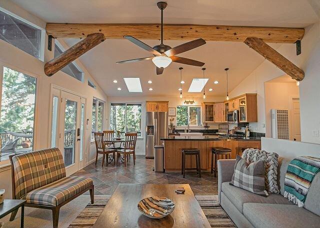 Welcome to 4 Bear Lodge, holiday rental in San Jacinto