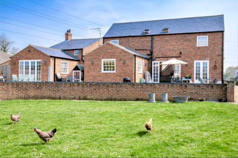 Charming Boutique 2-Bed Cottage in Lutton, holiday rental in Wisbech Saint Mary