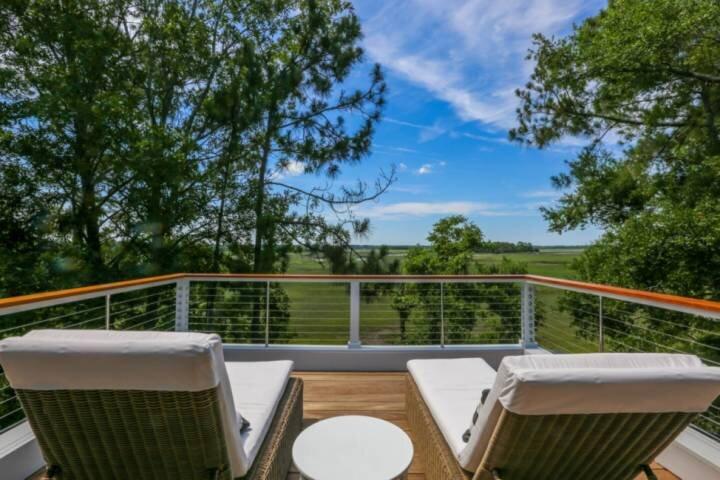 Newly Constructed, Custom Built Home w/ Mesmerizing Marsh Views, 2 Master Suites, alquiler vacacional en Fenwick Island