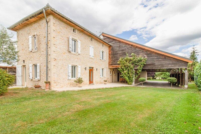 Les Navarrines - Belle maison avec jardin, aluguéis de temporada em Salies-du-Salat