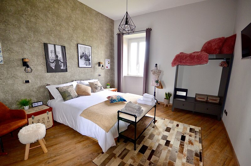 GOOSE HOUSE- LUXURY HOLIDAY HOME NEAR ROME, holiday rental in Sutri