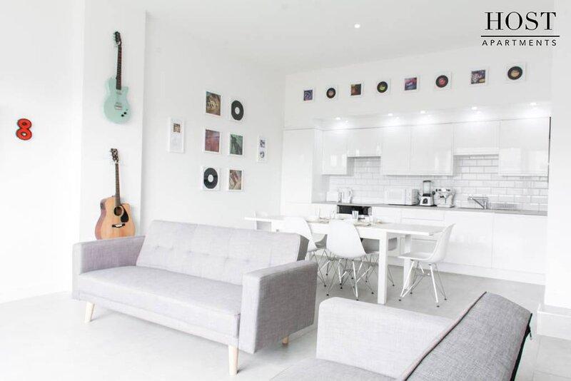 Luxury, Central, Musician's Apt. w/Grand Piano!, location de vacances à Wallasey