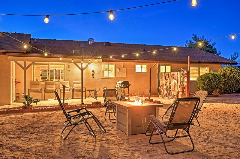 NEW! Charming Home, 8 Mi to Joshua Tree Nat'l Park, holiday rental in Yucca Valley