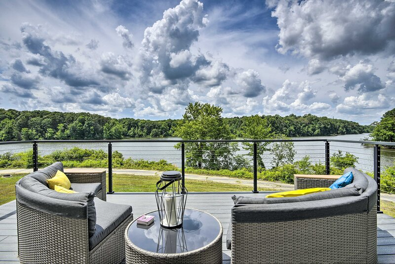 NEW! Upscale Lake View Home with Multi-Level Deck, holiday rental in Julian