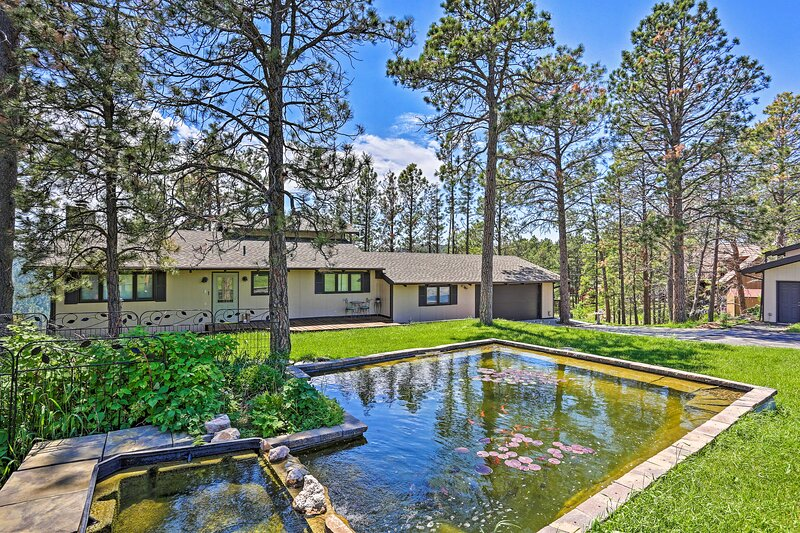 NEW! Rustic Black Hills Retreat w/ Expansive Views, holiday rental in Hermosa