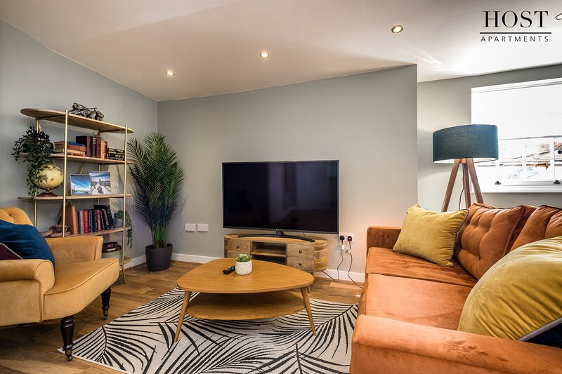 Trendy Georgian Quarter Apt. with Netflix and Free Parking, holiday rental in Liverpool