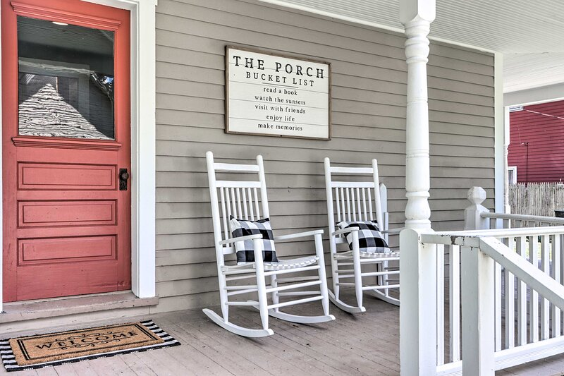 Shared Front Porch   Stairs Required   Keyless Entry