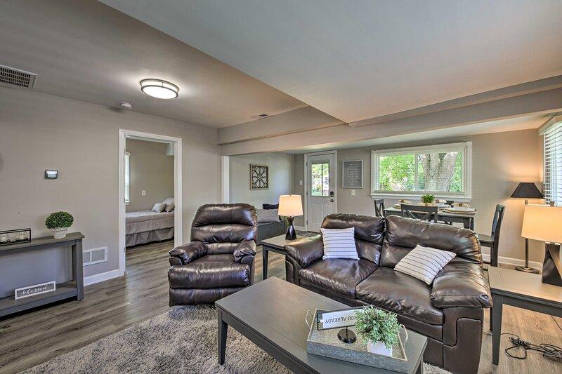 NEW! Updated Home w/ Sunroom by Lake Koshkonong!, location de vacances à Janesville