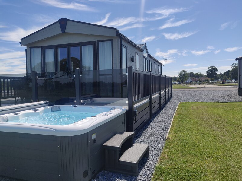 Langton 24 Luxury Lodge with Hot Tub by St Andrews, holiday rental in Ceres