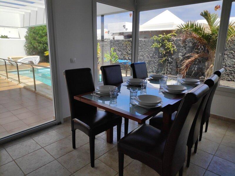 Volcano View, amazing luxury villa in Yaiza, holiday rental in Las Brenas
