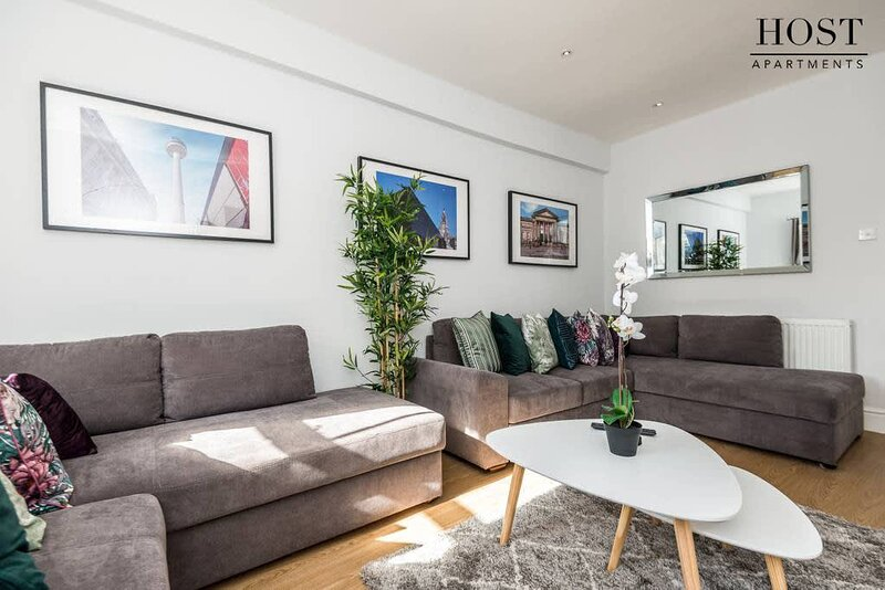 HUGE Luxurious Georgian Apartment, holiday rental in Liverpool