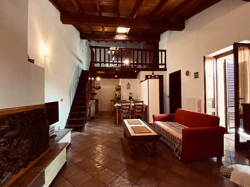Casa indipendente a Gardone Riviera vicino al Vittoriale, casa vacanza a Gardone Riviera