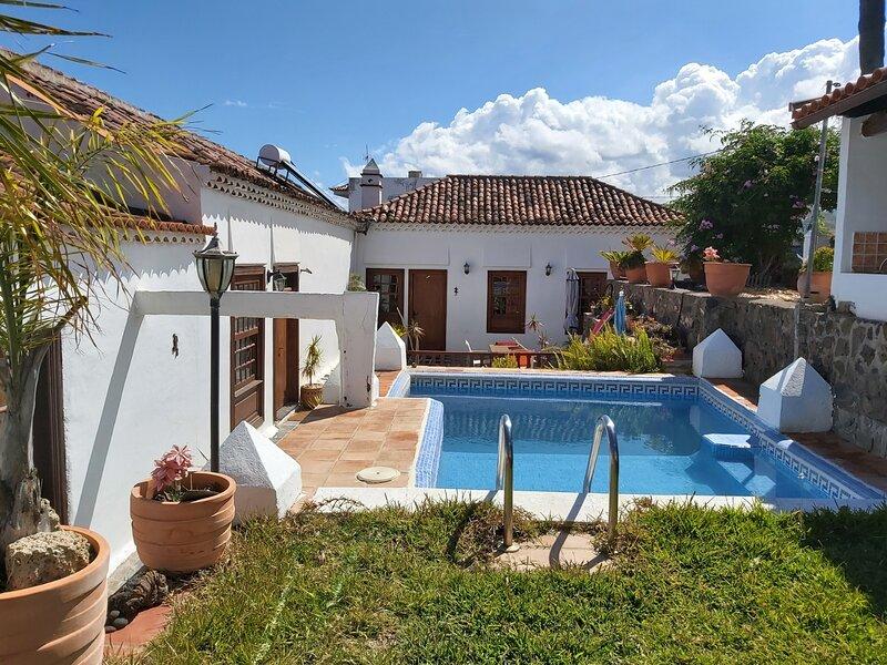 Tenerife Village Finca Paraiso, holiday rental in Guamasa