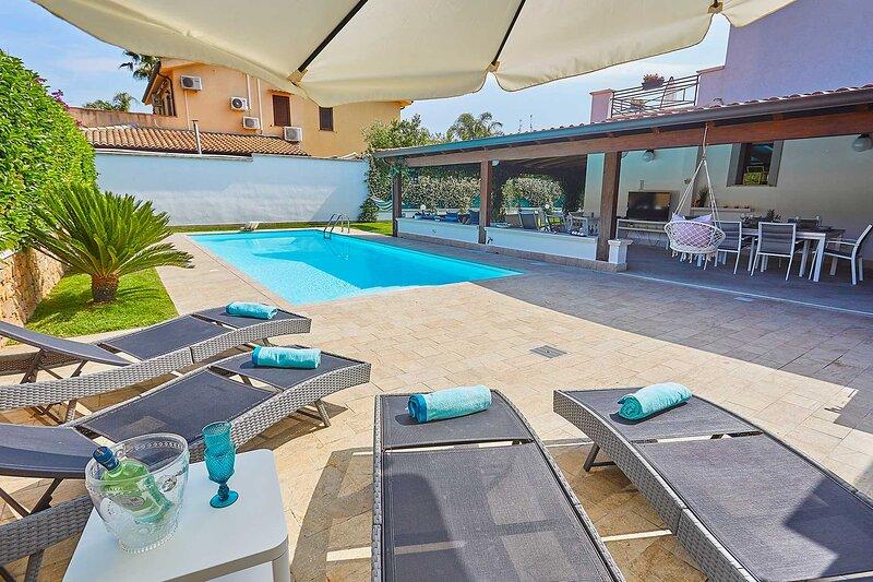 Nuovissima Villa con piscina, holiday rental in Terrasini