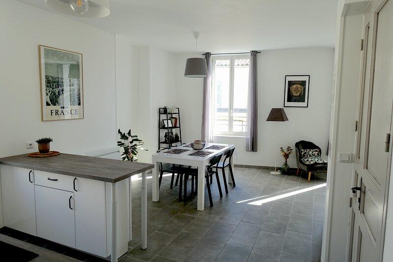 Maison Carrée/Coeur historique - Superbe Appt 55m², holiday rental in Caissargues