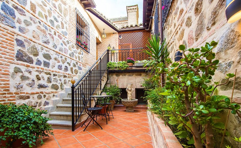 CASA DE BISAGRA. Casa 2: Casco histórico. Fácil acceso y aparcamiento., vacation rental in Toledo