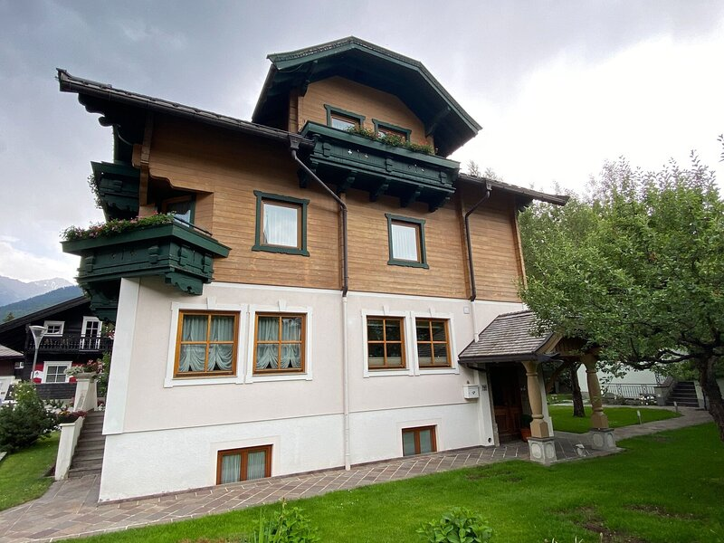 Cozy apartment in the center of Neukirchen, holiday rental in Schonbach