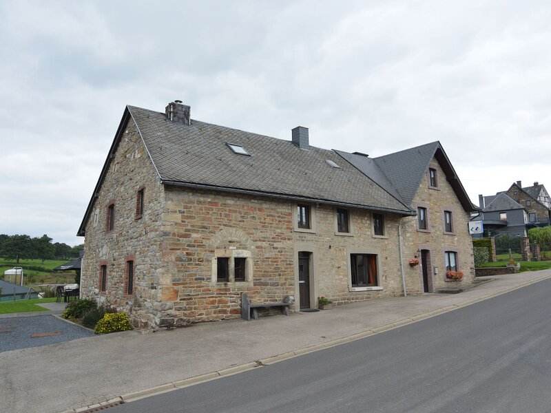 Comfortable Holiday Home in Waimes with Sauna and Garden, holiday rental in Ligneuville