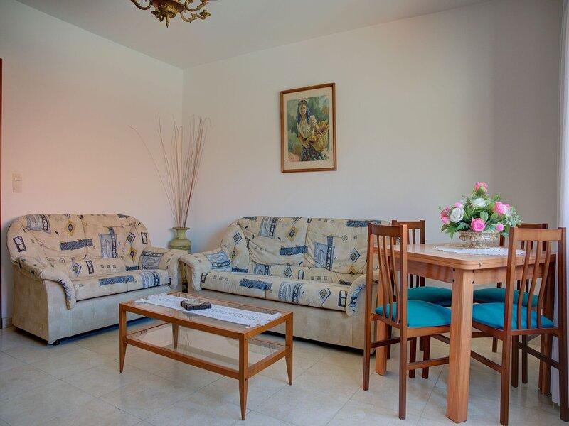 Snug Holiday Home in Combarro near Praia da Pinela Seabeach, holiday rental in San Xoan de Poio
