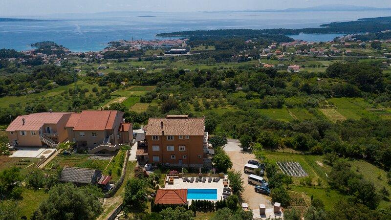 Apartment 3748-1 for 4+2 Pers. in Mundanije, holiday rental in Mundanije
