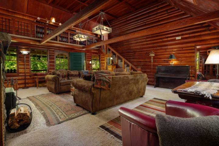 Heavenly Forested Rustic Retreat Overlooking Creek, w/ Fire-Pit, Pet Friendly, 1, alquiler vacacional en Rhododendron