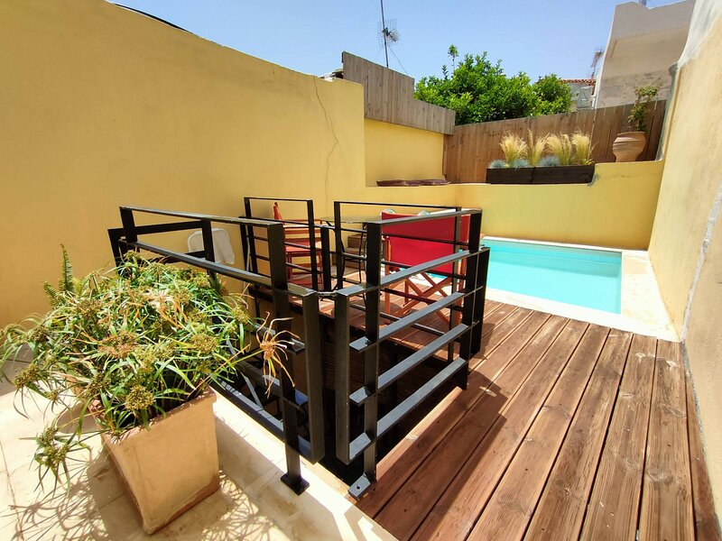 Arismary cottage home, holiday rental in Lampini