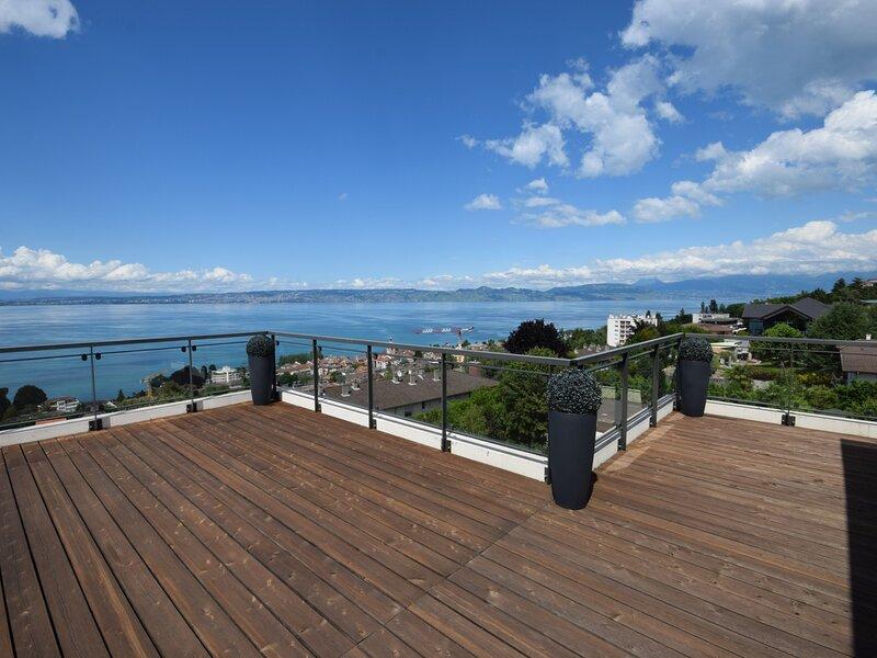 Magnifique appartement 3 chambres, vue panoramique du Lac Léman et des montagnes, holiday rental in Saint-Paul-en-Chablais