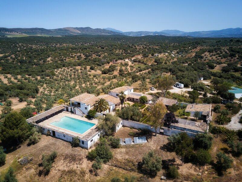 Cortijo el Cachete, , Rural Spanish Farmhouse, 10 ensuite bedrooms and 20 mts po, vacation rental in Archidona