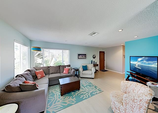 Charming Beachside Bungalow w/ Light & Airy Décor -- 300 Yards to Beach, holiday rental in Morro Bay