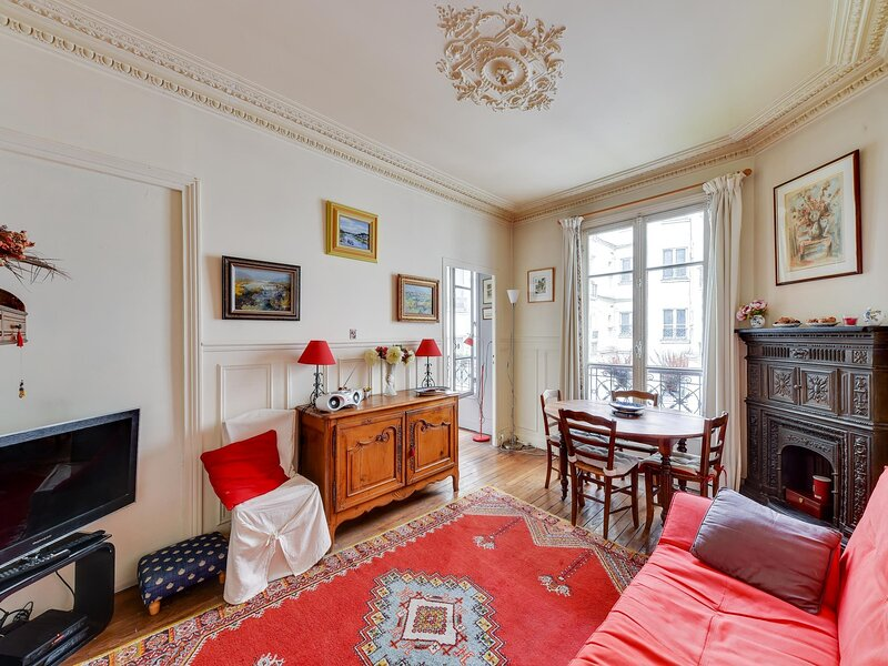 Charming Parisian apartment by Weekome, holiday rental in Saint Ouen