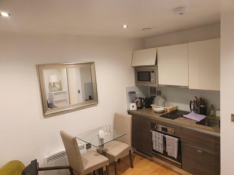 Stunning 1-Bed Apartment in Hayes, location de vacances à Ickenham